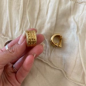 Jewelry - ⭐️vintage⭐️ gold clip on earrings